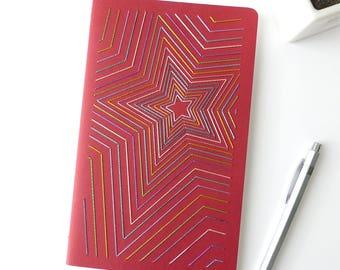 Carnet brodé main motif étoiles multicolores brillantes-rouge-notes-accessoire écriture-A5-design textile graphique-cadeau homme femme ado