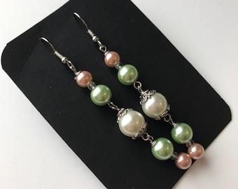 White Pink Green beaded dangle earrings, White Pink green Beaded Earrings, White Pink Green Dangle earrings, Green Pink White Earrings