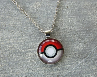 Pokemon: pokeball necklace