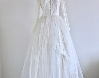 Vintage 1950 Wedding Dress, Lace and Tulle Bridal Gown Bow in the back, excellent condition