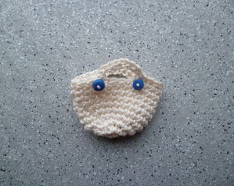 1 miniature crocheted cotton bag ecru adorned with a small button