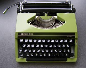 80s Silver Reed - SEIKO Green Typewriter. QWERTY keys. Portable Typewriter. Manual Typewriter. Vintage Office. Typewriter 80s. Made in Japan