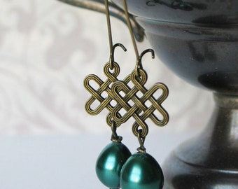 Celtic knot and Green Pearl Earrings, Scottish Jewelry, Irish Jewelry, Outlander Inspired