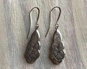 Silver or Gold Etched Pansy Earrings, Vintage Style, Art Nouveau, Antique, Flowers