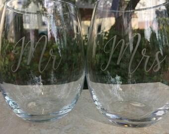 Mr & Mrs Wedding glasses  Etched wine glasses or pilsner glass