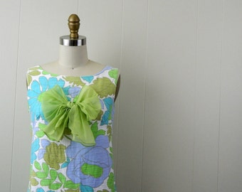 1960s Floral Dress With Bow .... Vintage 60s Sleeveless Shift Dress  ... Size Small