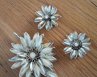 Sparkling Poinsettia Earring & Brooch Set. Atomic Jewelry. 1950s/50s jewelry set. Stocking stuffer. Mid Century jewelry. 1960s/60s