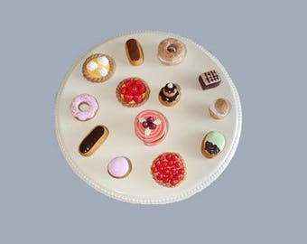 Set of 12 sweets and 6 macarons