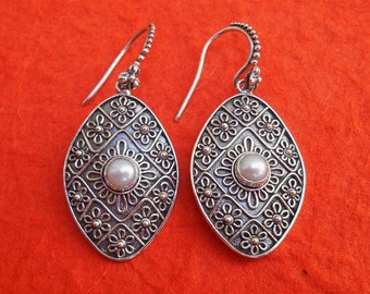 Silver sterling white Pearl dangle Earrings / 1.50 inch long / silver 925 / Bali handmade Jewelry