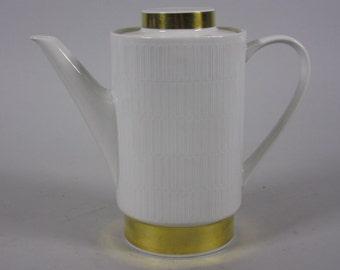 Melitta Germany 20-100. Porcelain coffeepot. Form 20 Hamburg. Decorative gold ribbon with relief. Liselotte Kantner. 1960s classics. VINTAGE