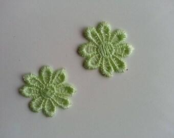 lot de 2 fleurs en dentelle verte  30mm