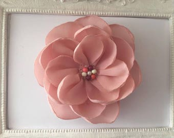 Brooch flower Rose Quartz elegance with pearls in the Middle