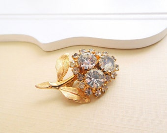 Vintage Small Sparkling Clear Rhinestone Gold Tone Flower Brooch Pin PP36