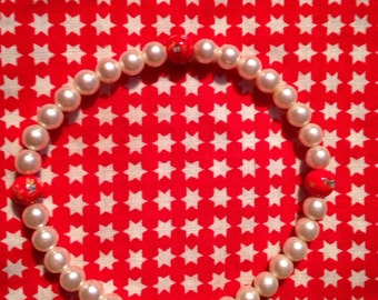 Vintage white Pearls with Round Red Milleflori Beads Stretch Bracelet