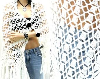 Crocheted poncho / Boho / Hippie / Vintage 60s white fringed poncho / Glentex