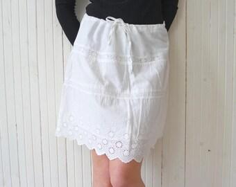 Vintage retro mini skirt White embroidered skirt Summer beach skirt Folk summer skirt size M