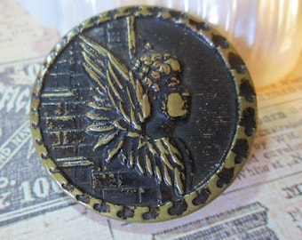 "Angel on Brick Wall *Vintage Metal Picture/Story Button*  1-1/2"" across (9746)"