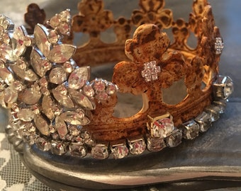 A French Nordic statue crown, Trafari, santos inspired crown