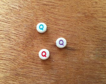 """10 pearls letter """"Q"""" round acrylic 7 mm"""