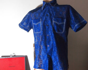 Luxe 1970s / 70s Mens Playboy Chic Navy Blue Floral Graphic Sheer Lace Disco Party Rock N Roll Short Sleeve Button Down Shirt {MEDIUM}