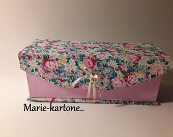 "Lined sewing box N 28 ""The flowers"" travel sewing box."