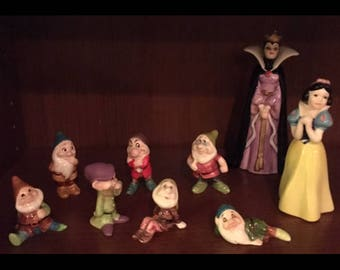 Snow White and the seven dwarves classic vintage 1990s Disney Figurine set
