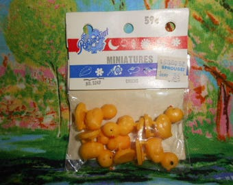Paramount Miniature Baby Chicks-Sealed-Old Store Stock