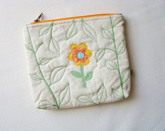 Zipper pouch, quilted pouch, patchwork pouch, quilted zipper pouch, recycled, upcycling, unique pouch, cosmetic bag, zip pouch, applique