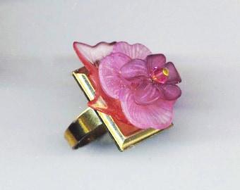 Bague de Floral rose violette. Pierre de naissance février. Fleur violette. La Saint-Valentin. Plaqué or de Base - en pleine floraison par enchantedbeas sur Etsy