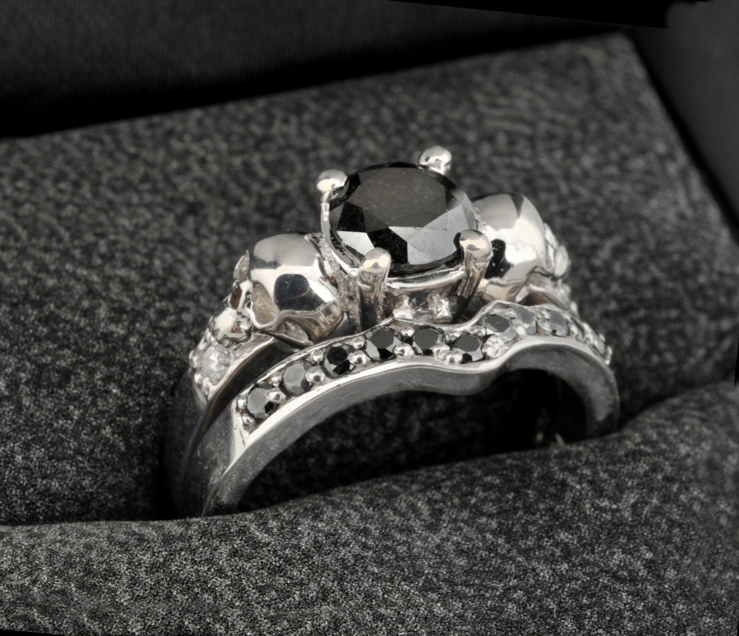 zoom - Skull Wedding Ring Sets