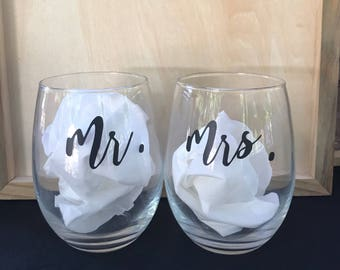Mr & Mrs stemless wine glasses