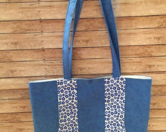 Large Tote with Pockets