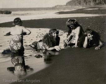 Photo of four Polynesian girls at the beach, 1920