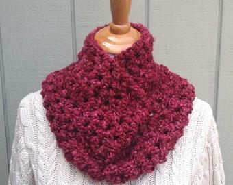 Chunky red crochet cowl - Womens cowl - Crochet circle scarf - Crochet neck warmer - Infinity scarf