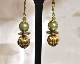 """Earrings """"olive and gold""""."""
