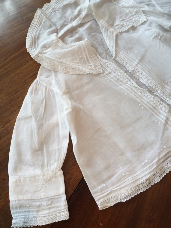 Edwardian baby jacket in muslin. Embroidered. Good condition. 20 chestx11 ins length
