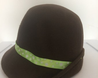 Brown cloche hat with green ribbon
