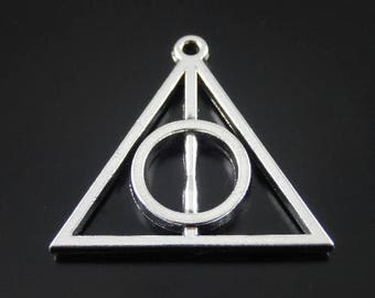 triangle and circle pendant, object magical relic of the dead, silver matte