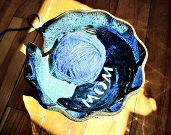 MOM yarn bowl, Knitting bowl, yarn holder, Mother's day gift, Yarn bowl for MOM - In stock