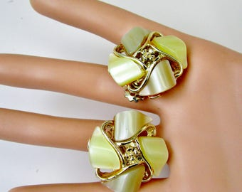 Vintage Thermoset Taupe Pale Yellow Clip Flower Earrings Mid Century Art Deco Pearlescence Old Plastic Retro  Mod Modern Bride Spring