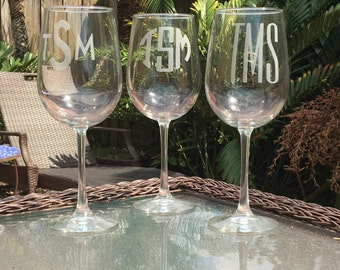 Personalized Monogrammed Wine Glass, Wedding Gifts, Gifts for Mothers, 18.5 oz Wine Glasses