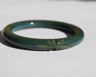 bakelite bracelet vintage carved bangle star floral pattern teal blue green repeats 3 times around bracelet collectible jewelry