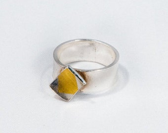 Gaudi by Fedha - polished sterling silver ring mounted with inverted rectangle, Keum Boo detailing, elegant, contemporary