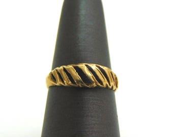 Lovely Vintage Estate Women's 14K Gold Ring, 1.5g E1369