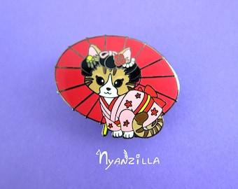 Wafuu Tomo Hard Enamel Pin: Sashimi the Maiko Tabby Cat