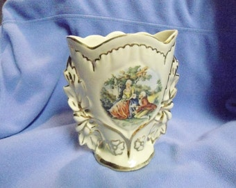 Vintage Porcelain Bavaria Germany Courting Colonial Couple Decorative Vase or Art Glass in Excellent Condition