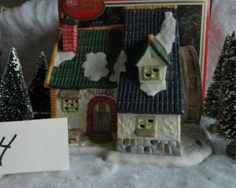 Christmas Village Pieces  TownSeries 1995 Edition Used