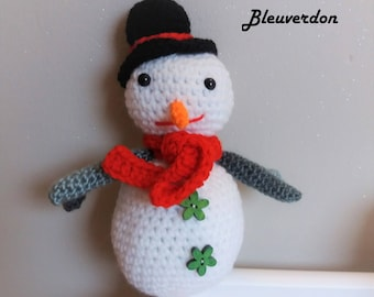 Handmade snowman hand crochet Christmas amigurumi, plush decoration