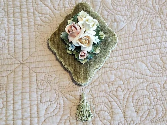 Wonderfully girly vintage mid century porcelain roses on mossy green velvet wall plaque with tassel, flower, tassle, wall art, home decor