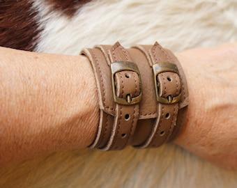 bracelet de force marron cuir ; bracelet de force marron ; poignet de force marron ; bracelet large cuir marron  ET.127